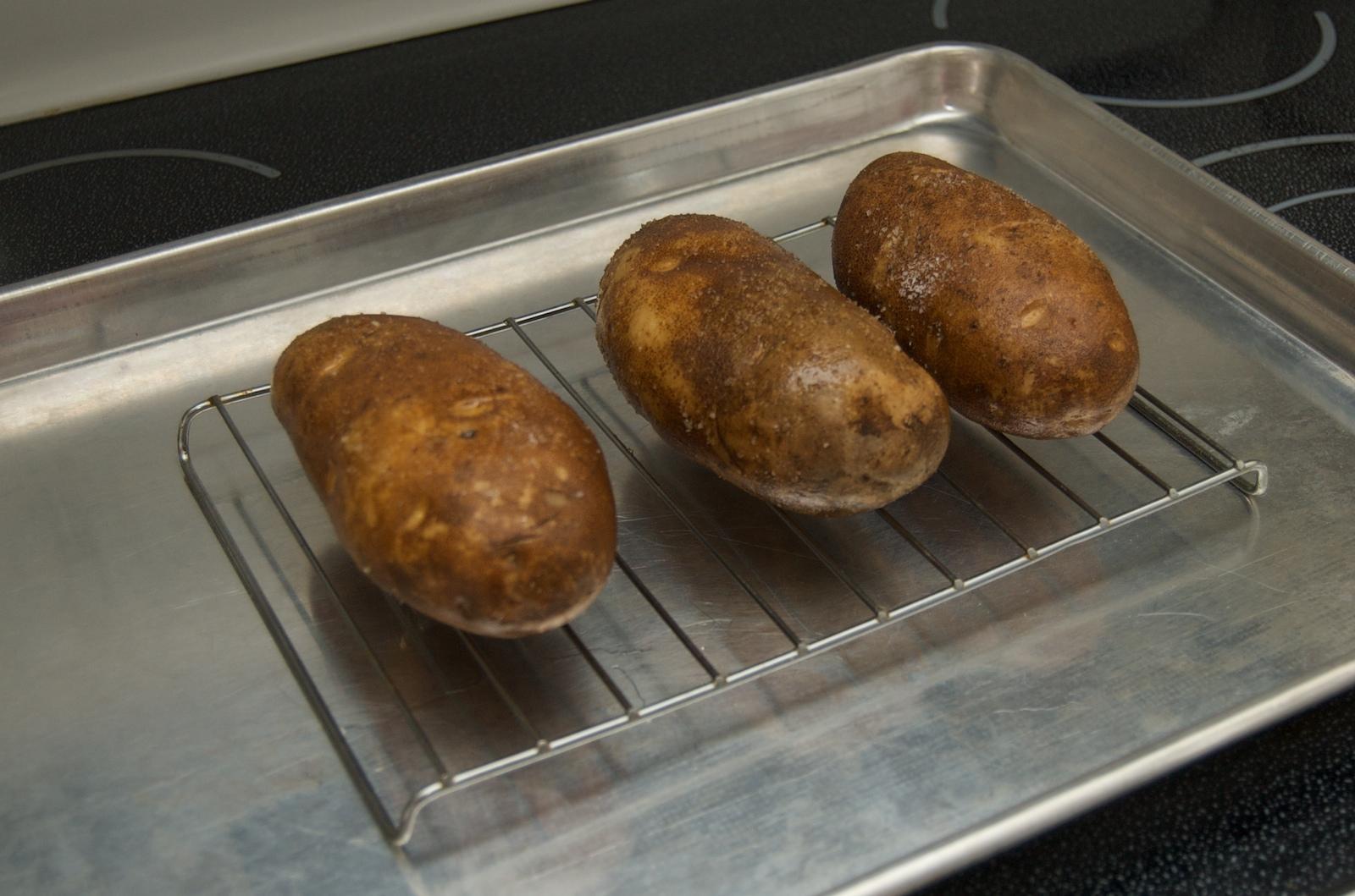 http://blog.rickk.com/food/2009/12/25/baked_potato.jpg
