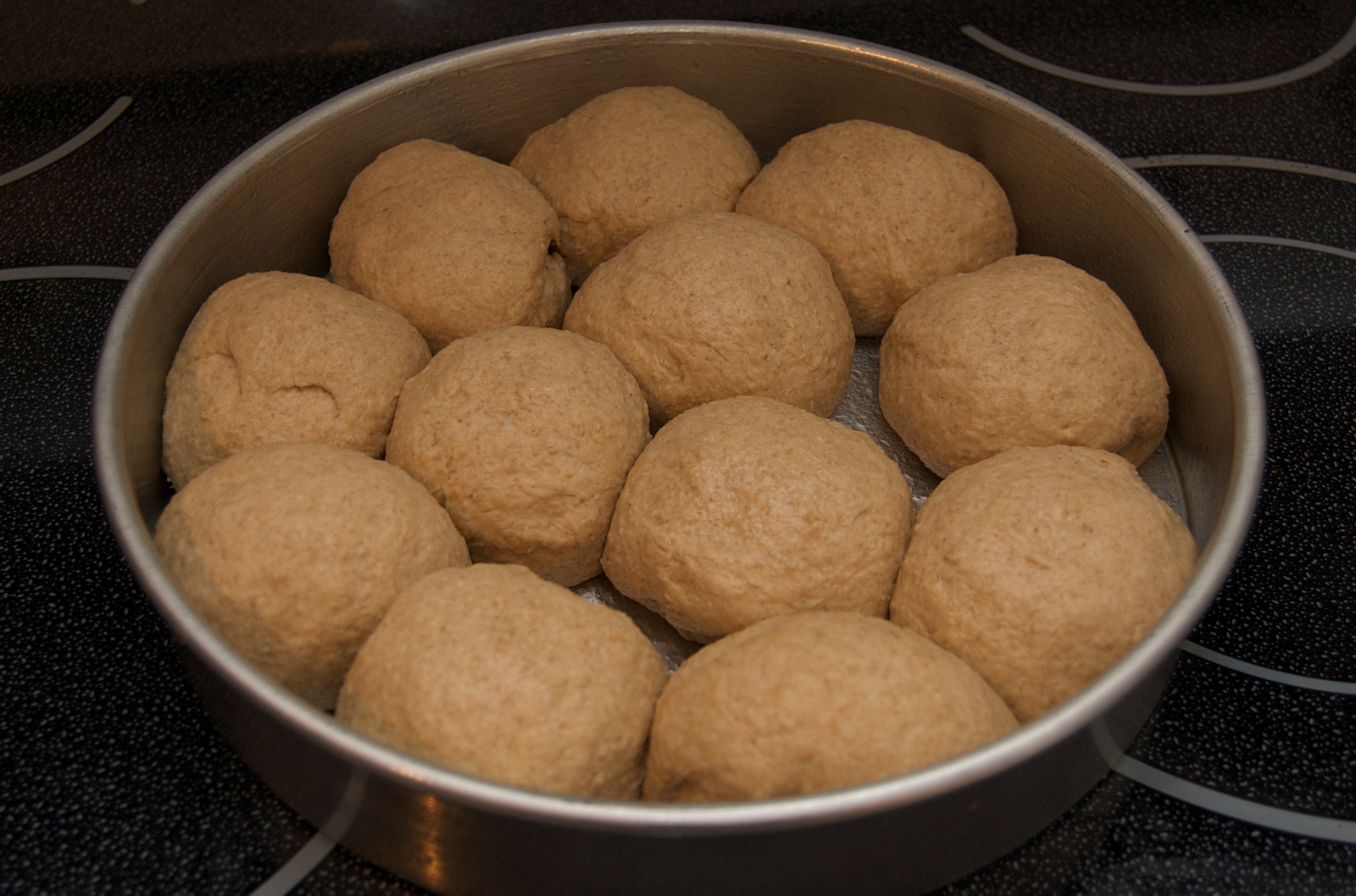 http://blog.rickk.com/food/2009/12/27/rolls4.jpg