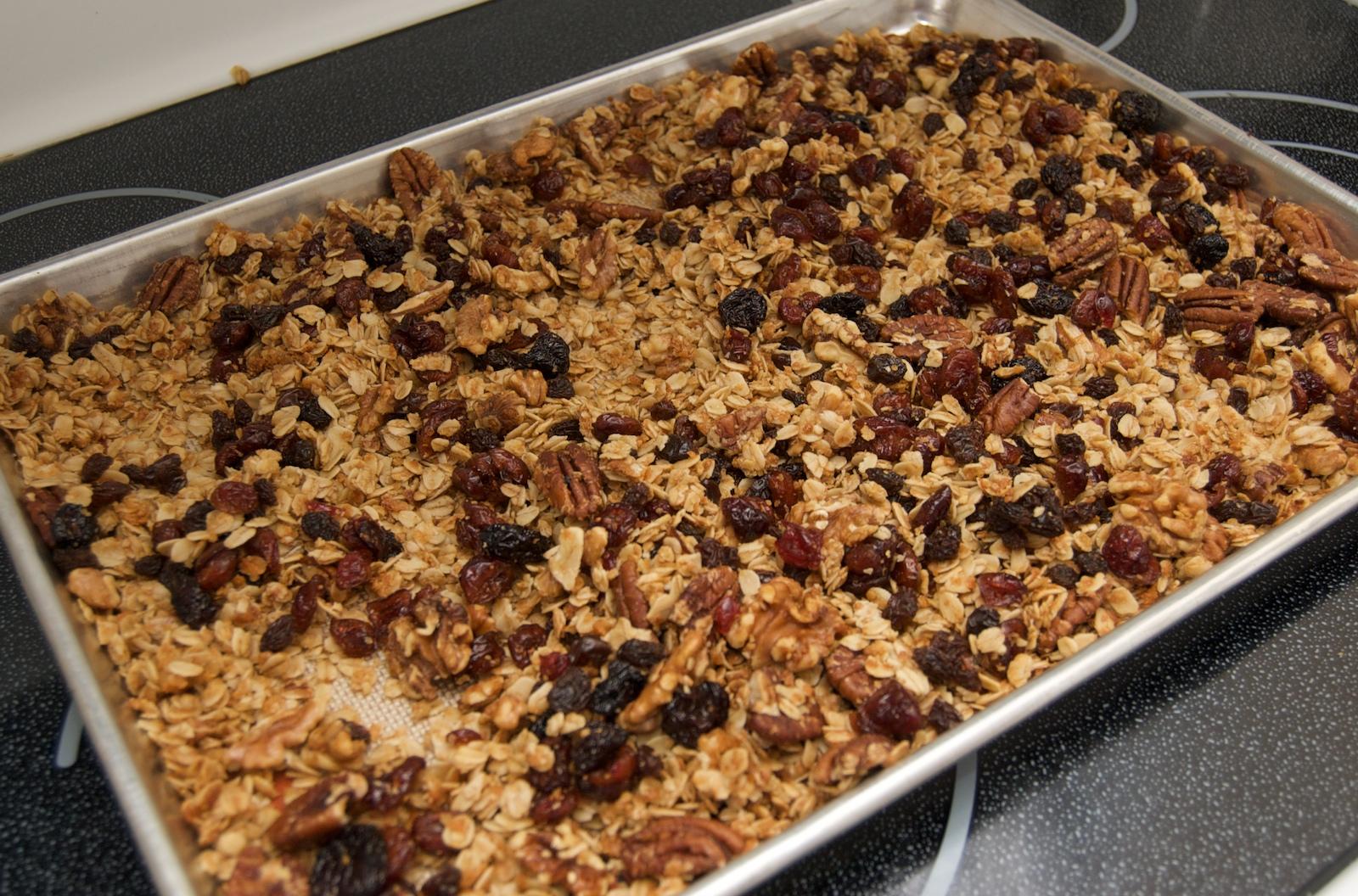 http://blog.rickk.com/food/2010/03/05/granola1.jpg