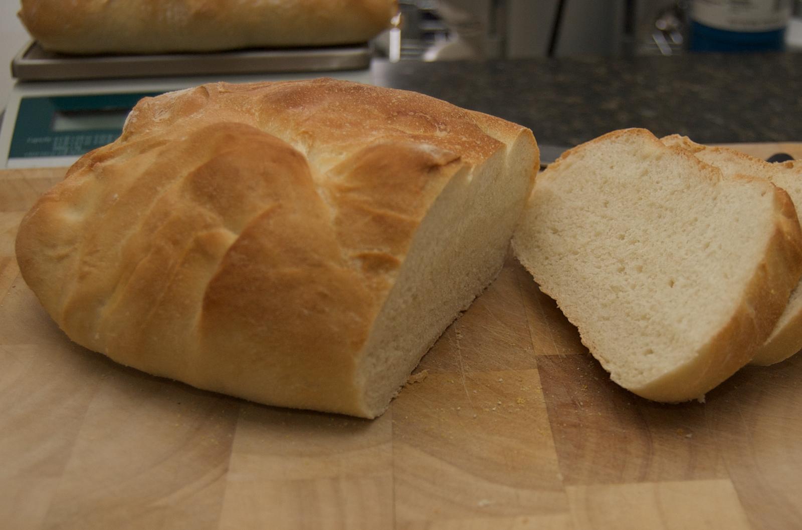 http://blog.rickk.com/food/2010/03/14/bread1.jpg