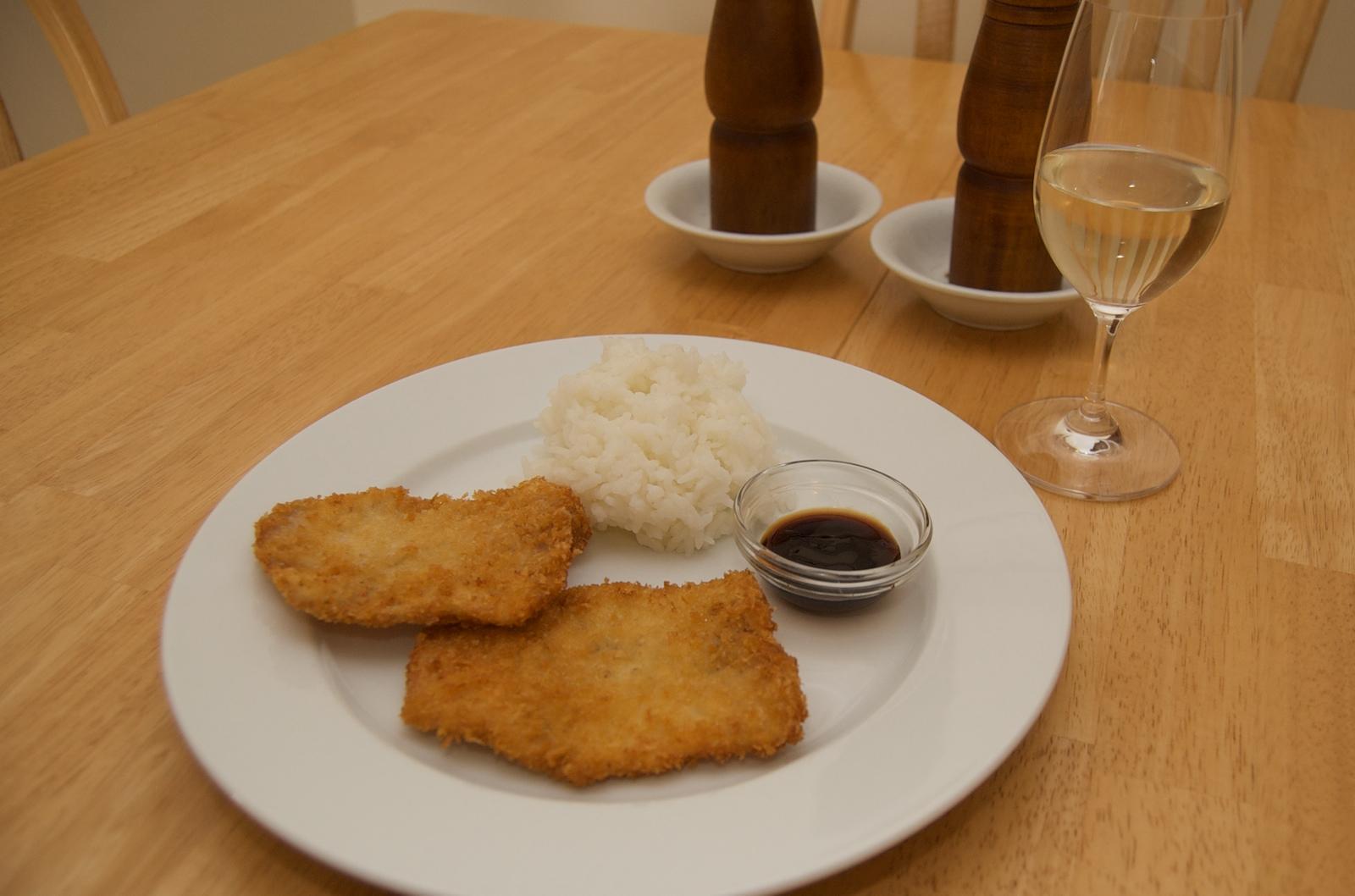 http://blog.rickk.com/food/2010/03/21/tonkatsu1.jpg