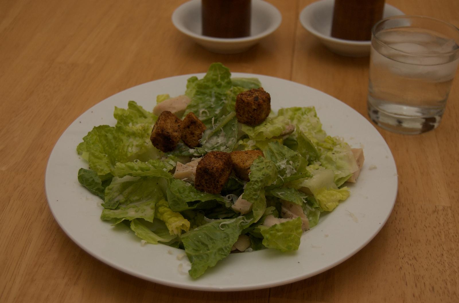 http://blog.rickk.com/food/2010/04/08/salad11.jpg