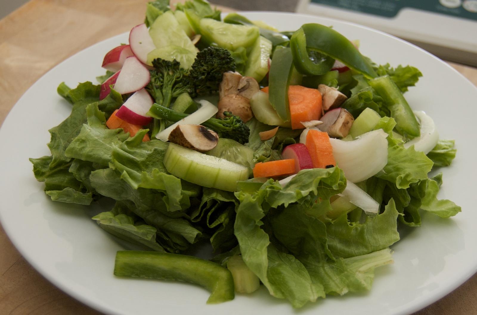 http://blog.rickk.com/food/2010/04/11/salad13.jpg