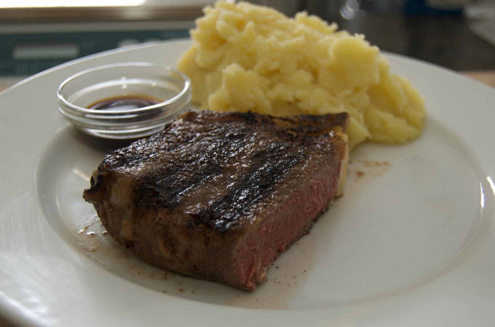 http://blog.rickk.com/food/2010/05/22/delmonico.jpg