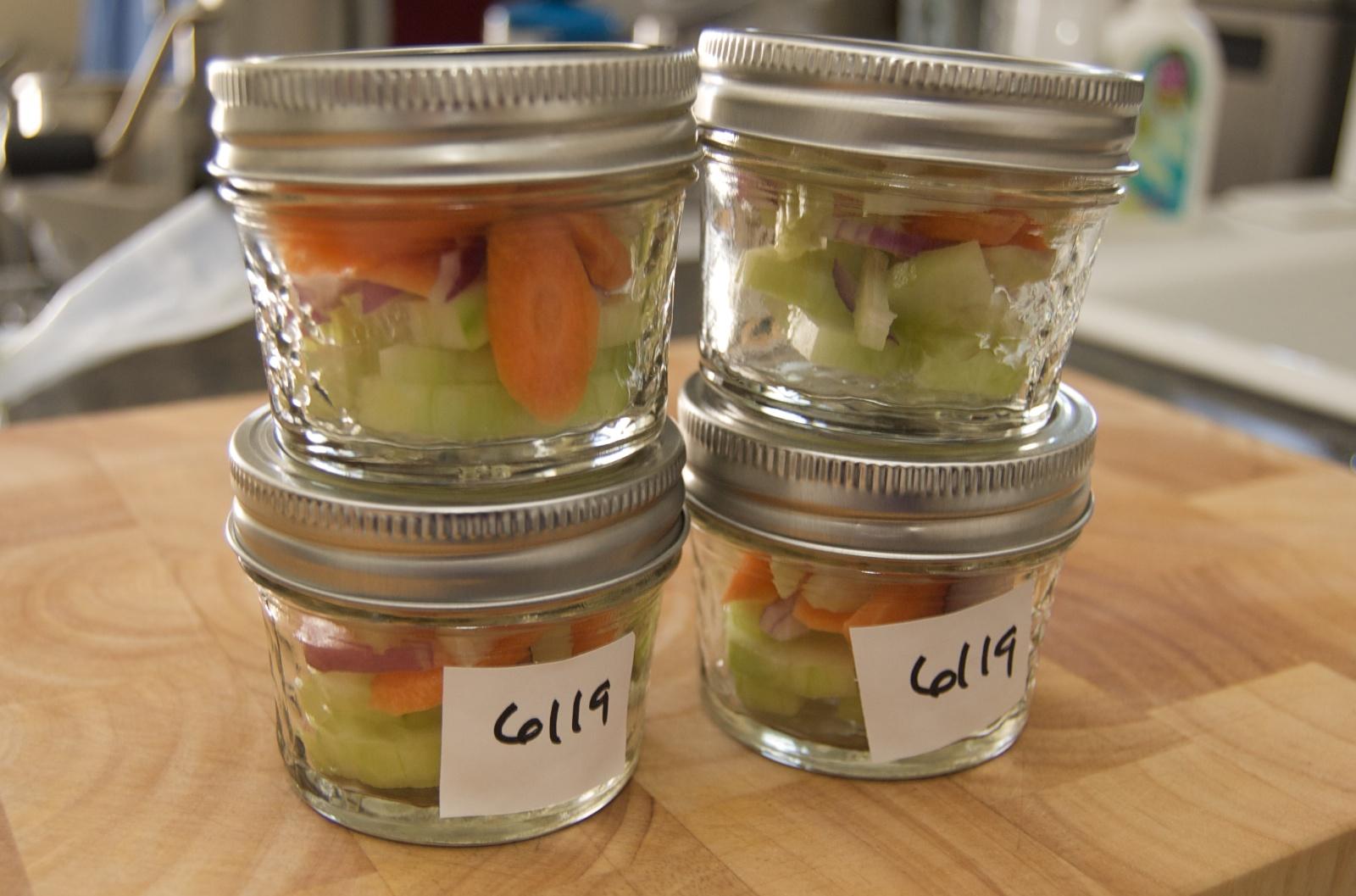 http://blog.rickk.com/food/2010/06/19/salad18.jpg