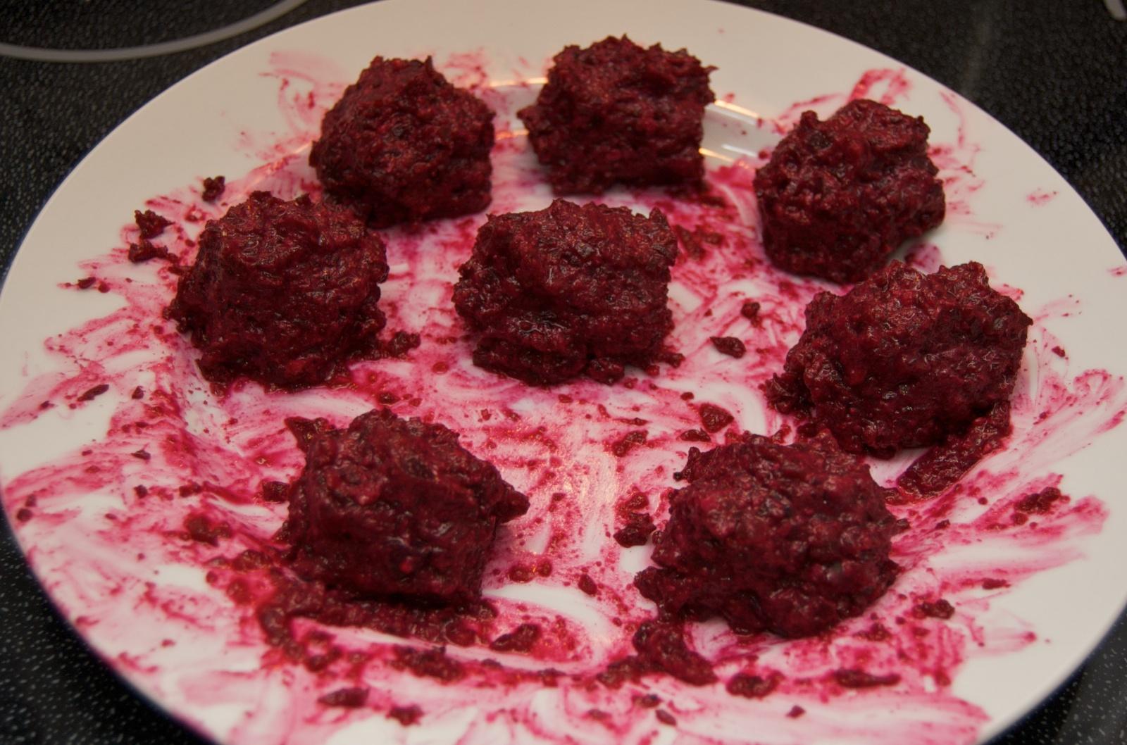 http://blog.rickk.com/food/2010/06/26/beetballs3.jpg