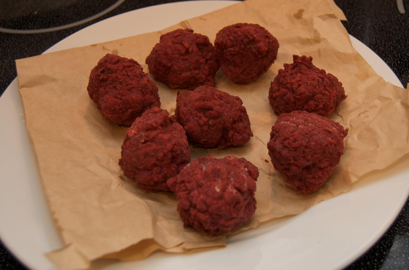 http://blog.rickk.com/food/2010/06/26/beetballs5.jpg