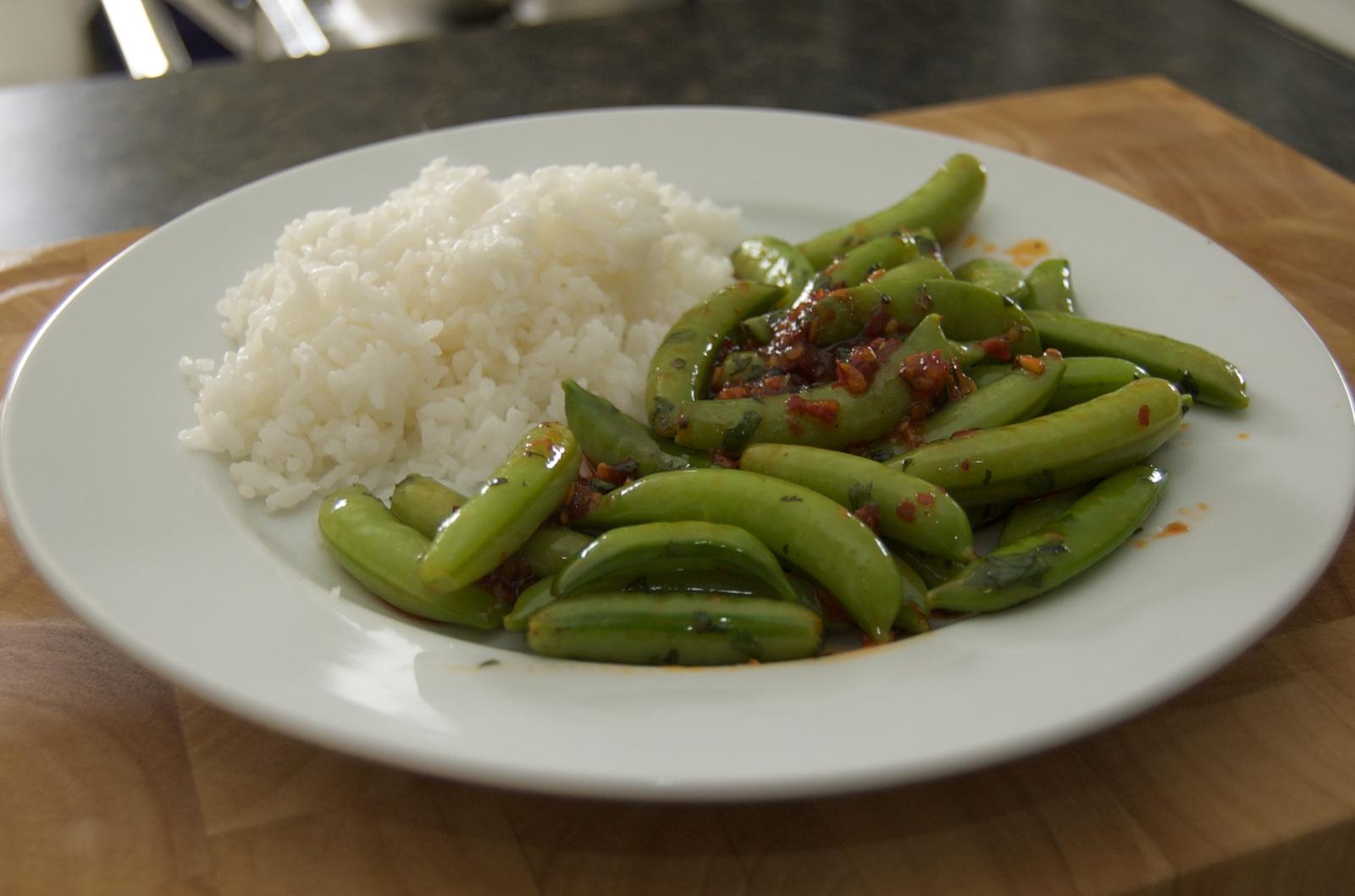 http://blog.rickk.com/food/2010/07/09/snappeas.jpg