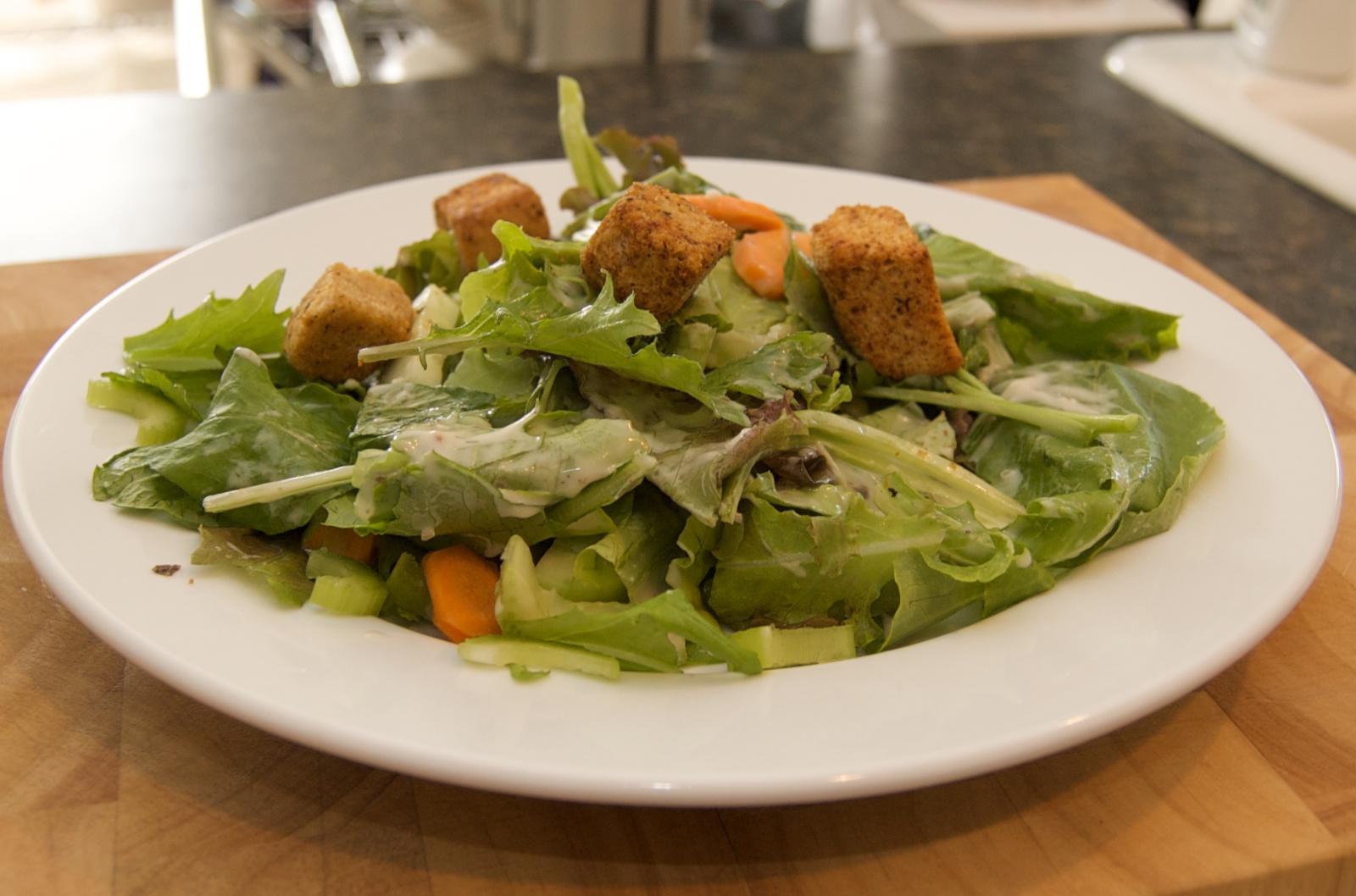 http://blog.rickk.com/food/2010/07/15/salad21.jpg