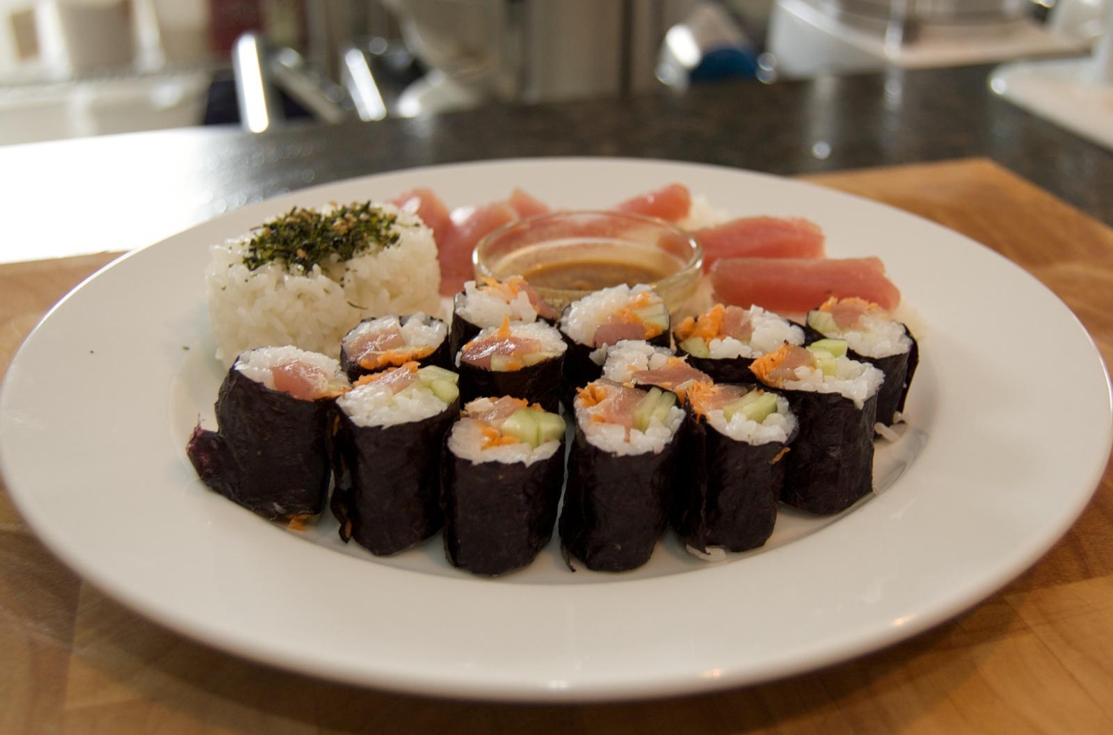 http://blog.rickk.com/food/2010/07/17/sushi1.jpg