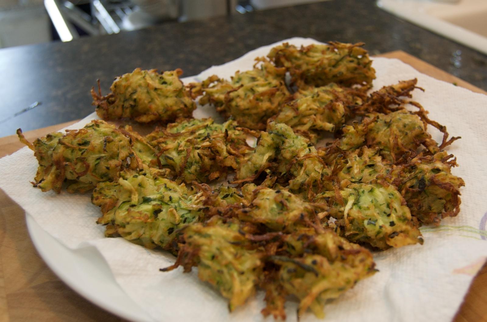 http://blog.rickk.com/food/2010/07/17/zucchinifritters1.jpg