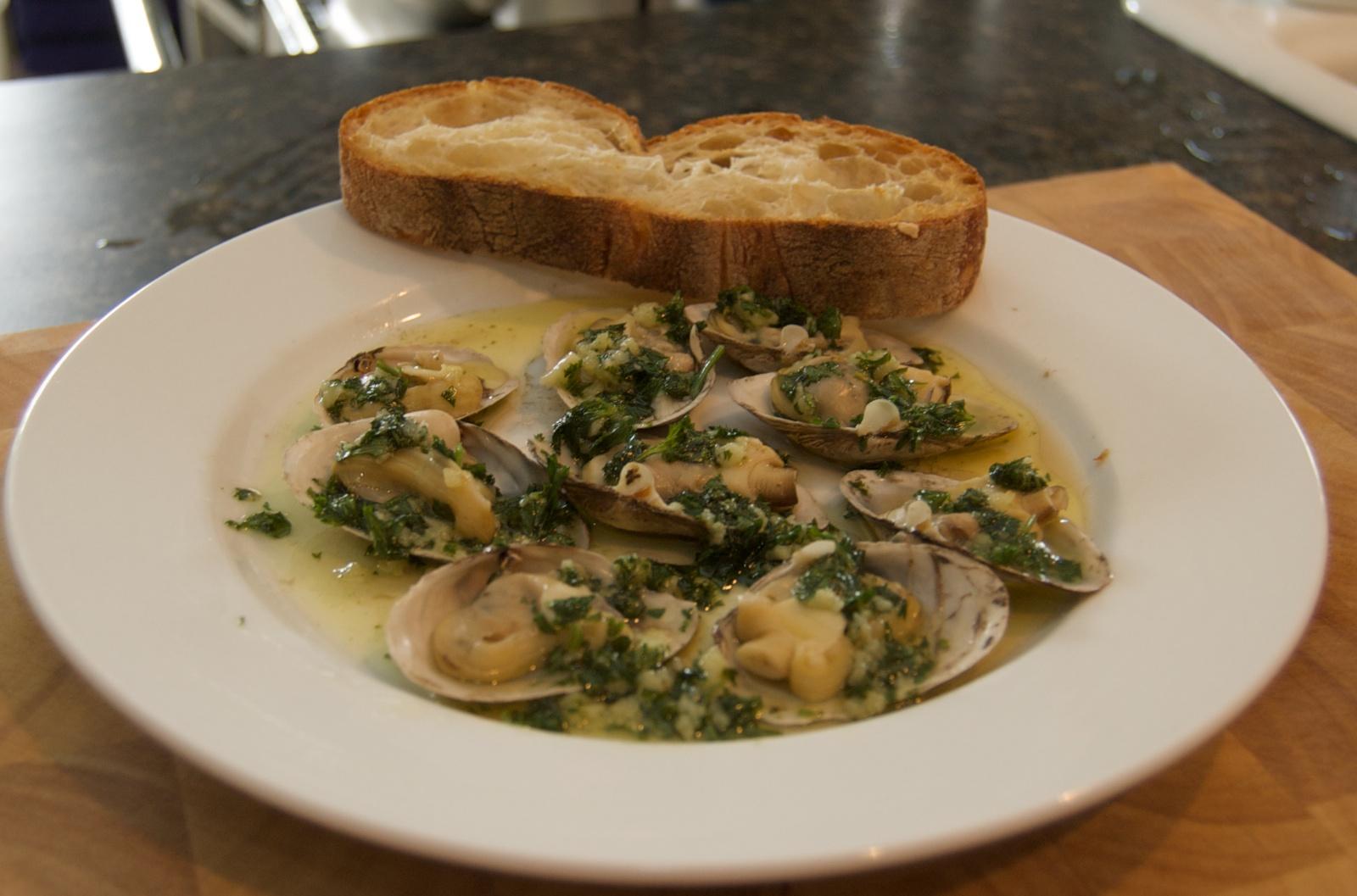 http://blog.rickk.com/food/2010/07/18/clams1.jpg