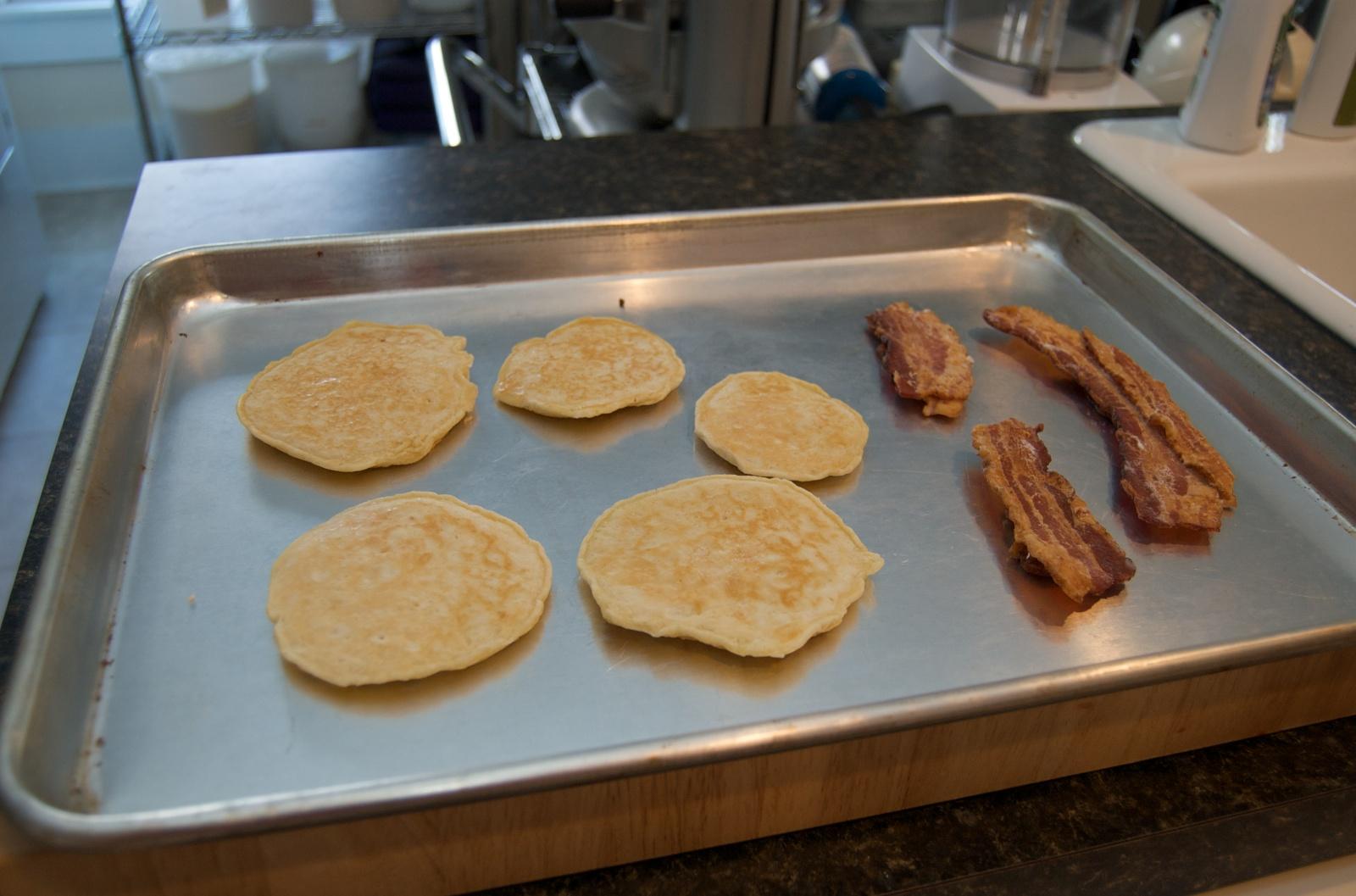 http://blog.rickk.com/food/2010/07/29/pancakes3.jpg