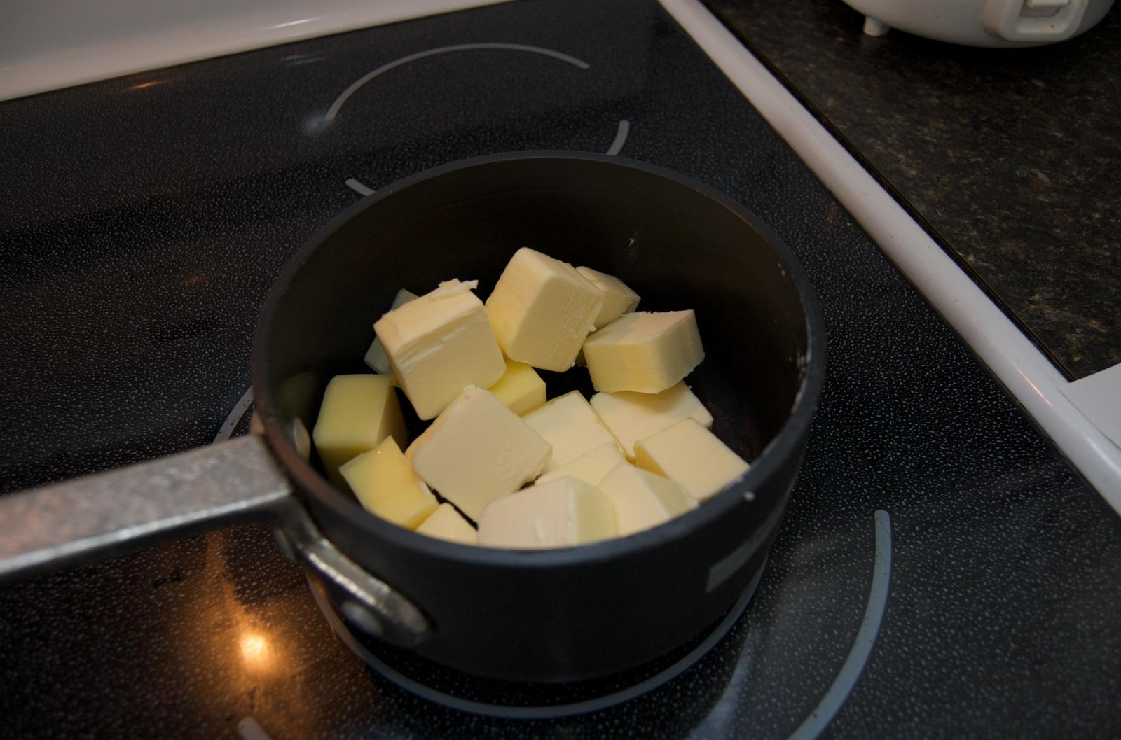 http://blog.rickk.com/food/2010/07/31/clarifiedbutter2.jpg