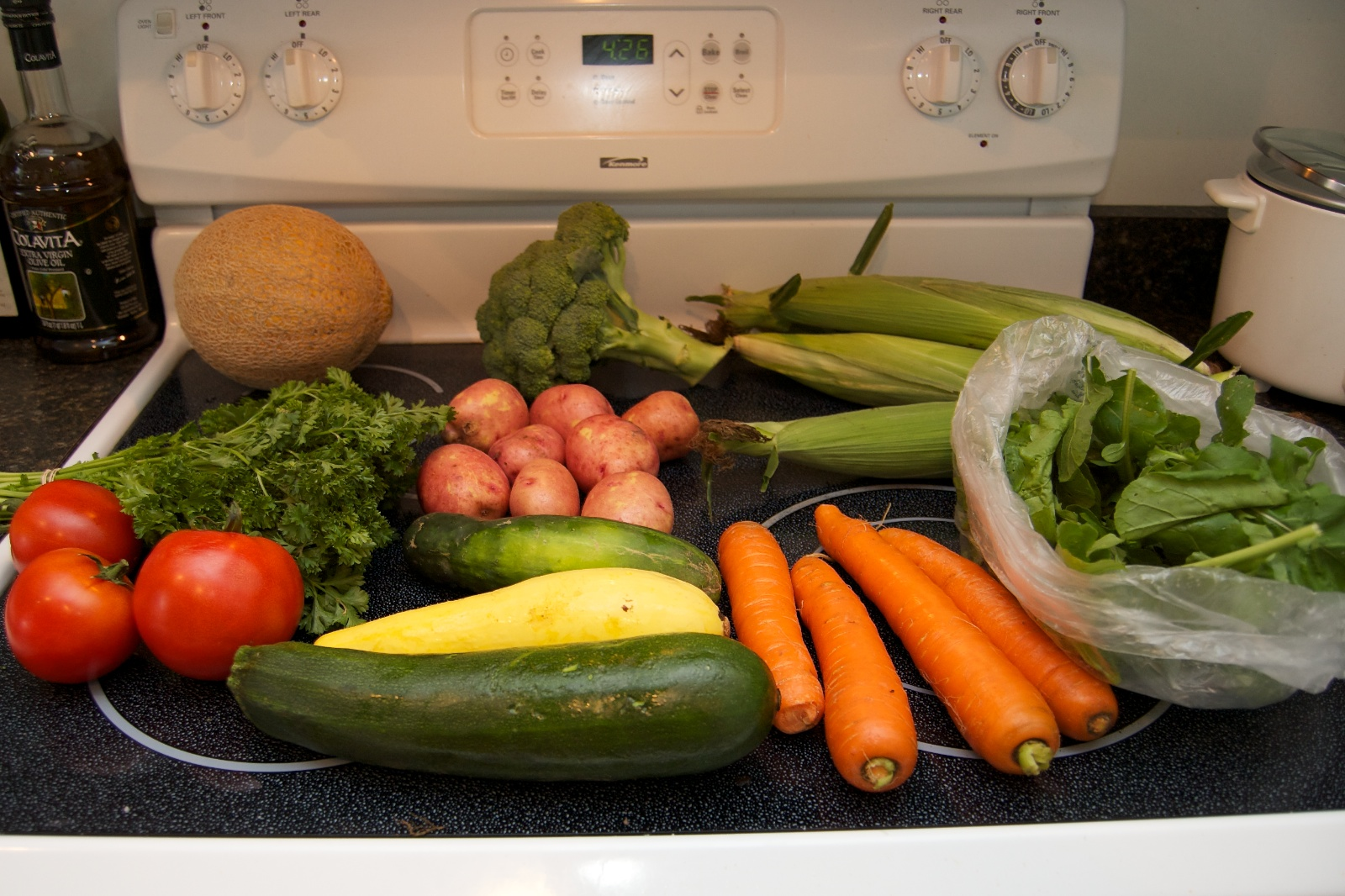 http://blog.rickk.com/food/2010/08/12/csa9-1.jpg