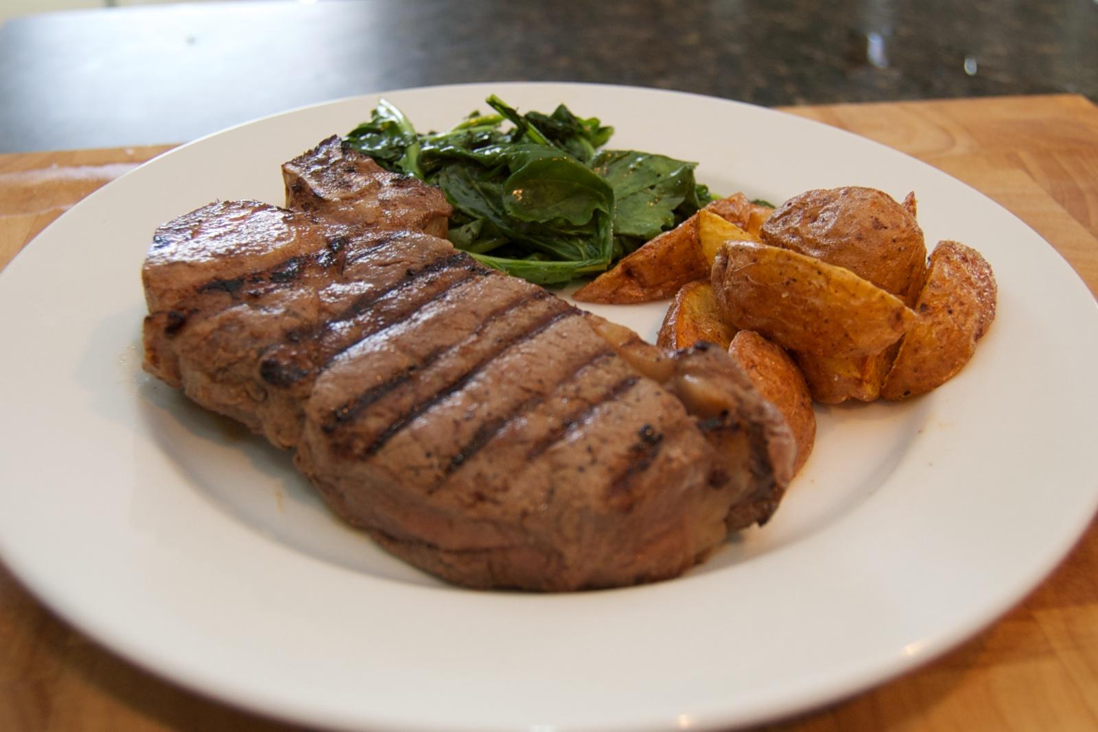 http://blog.rickk.com/food/2010/08/13/steakfriesarugula.jpg