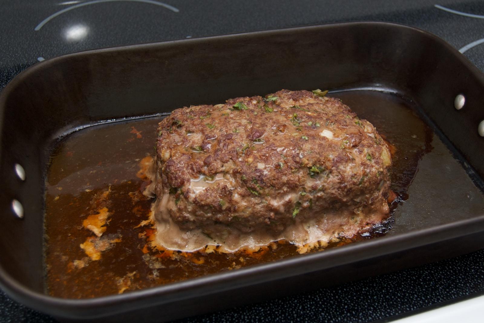 http://blog.rickk.com/food/2010/08/20/meatloaf3.jpg