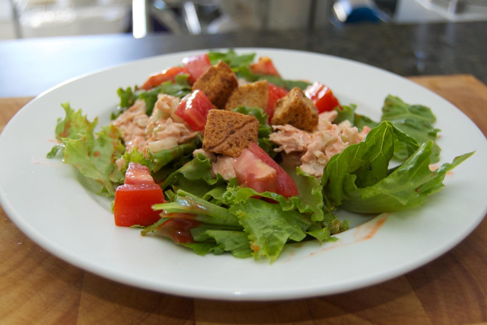 http://blog.rickk.com/food/2010/08/20/saladwithtunasalad.jpg