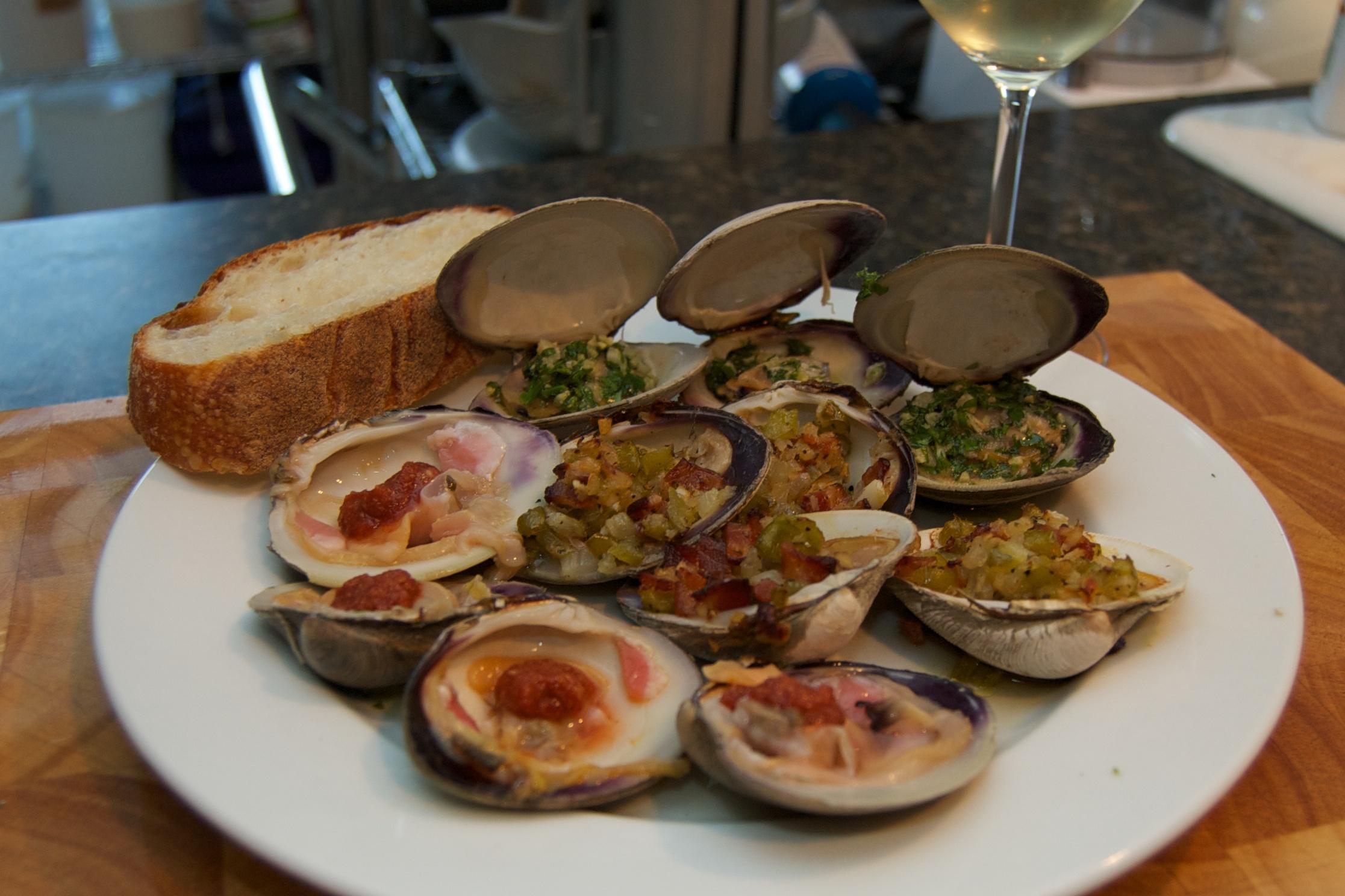 http://blog.rickk.com/food/2010/09/11/clams2.jpg