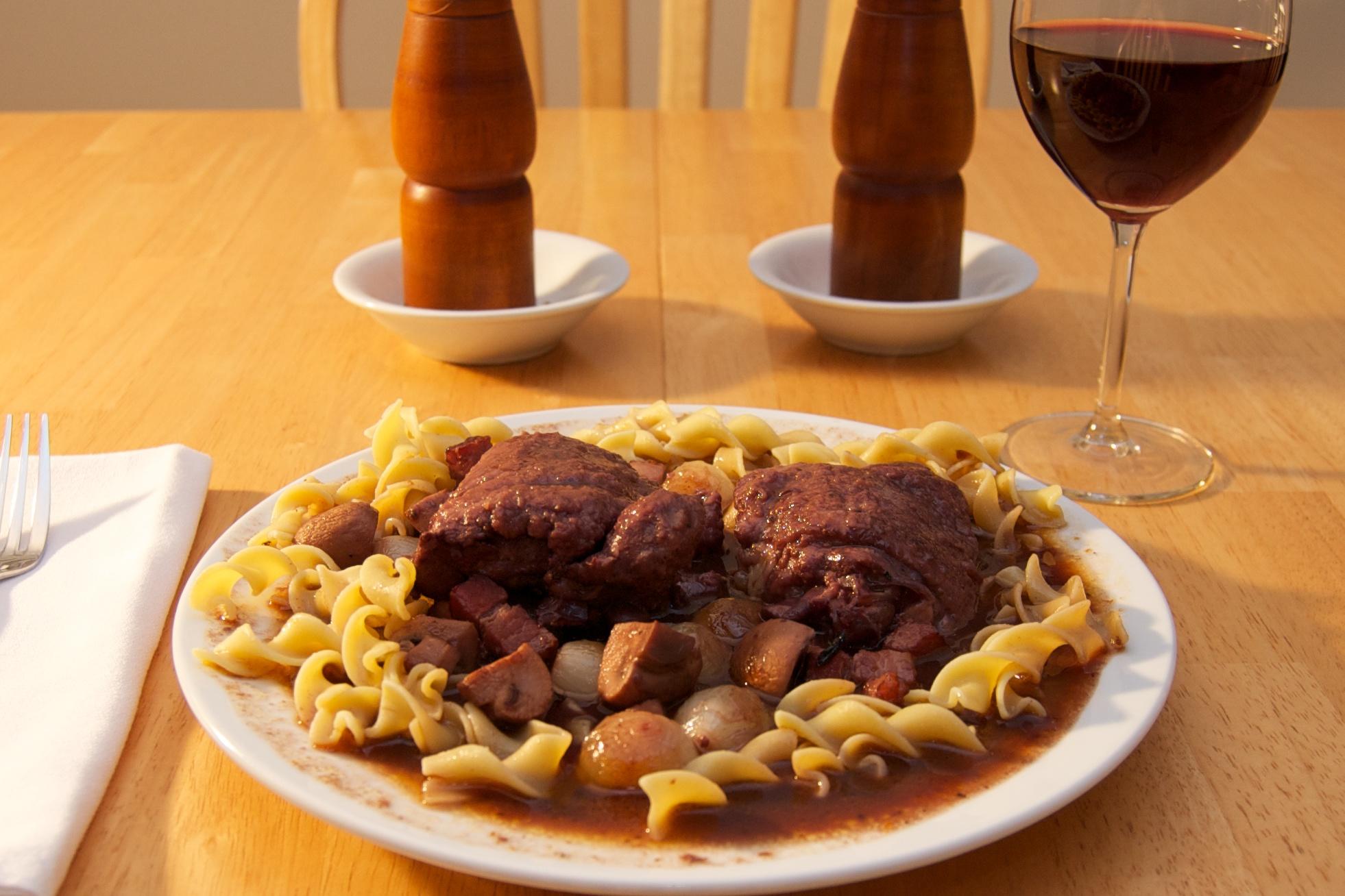 http://blog.rickk.com/food/2010/09/21/coqauvin8.jpg