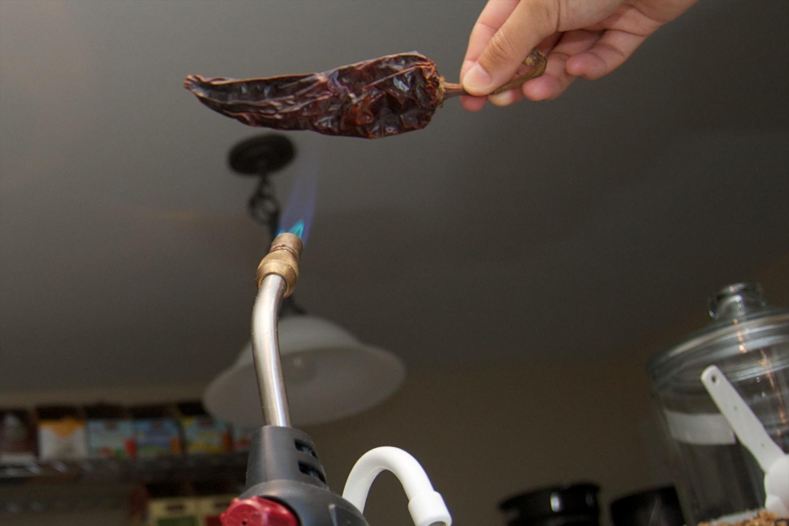 http://blog.rickk.com/food/2010/10/03/berbere3.jpg