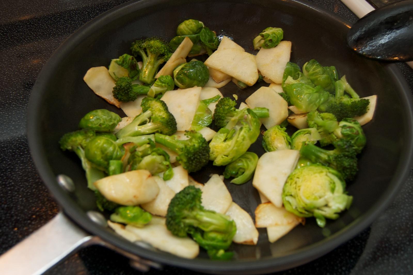 http://blog.rickk.com/food/2010/10/17/veggarlicstir4.jpg