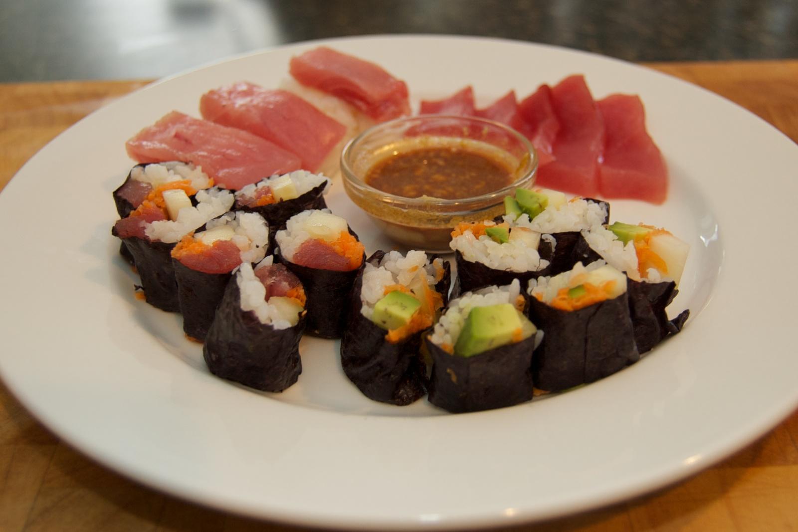 http://blog.rickk.com/food/2010/10/26/sushi1.jpg