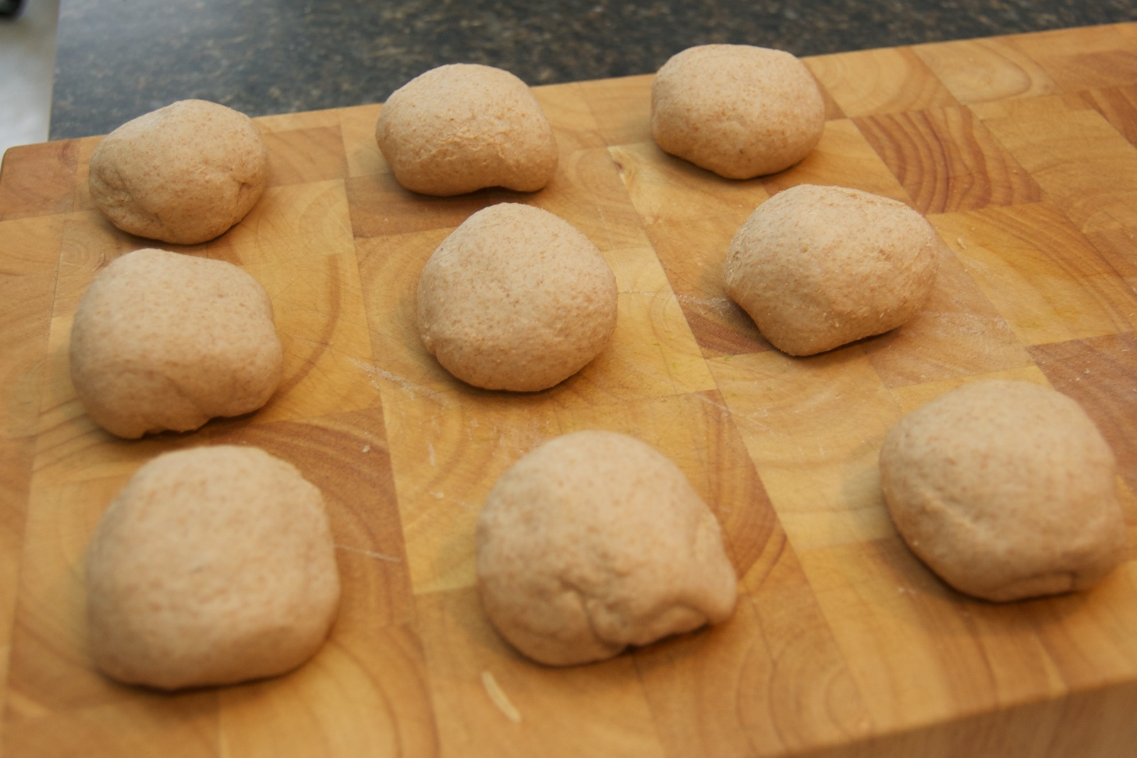 http://blog.rickk.com/food/2011/01/14/bagel1.jpg