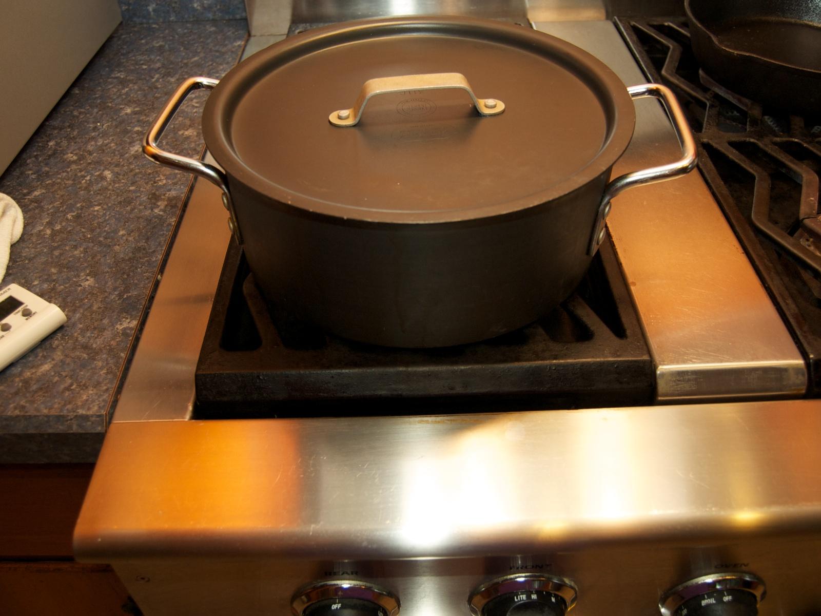 http://blog.rickk.com/food/2011/07/08/boil1.jpg