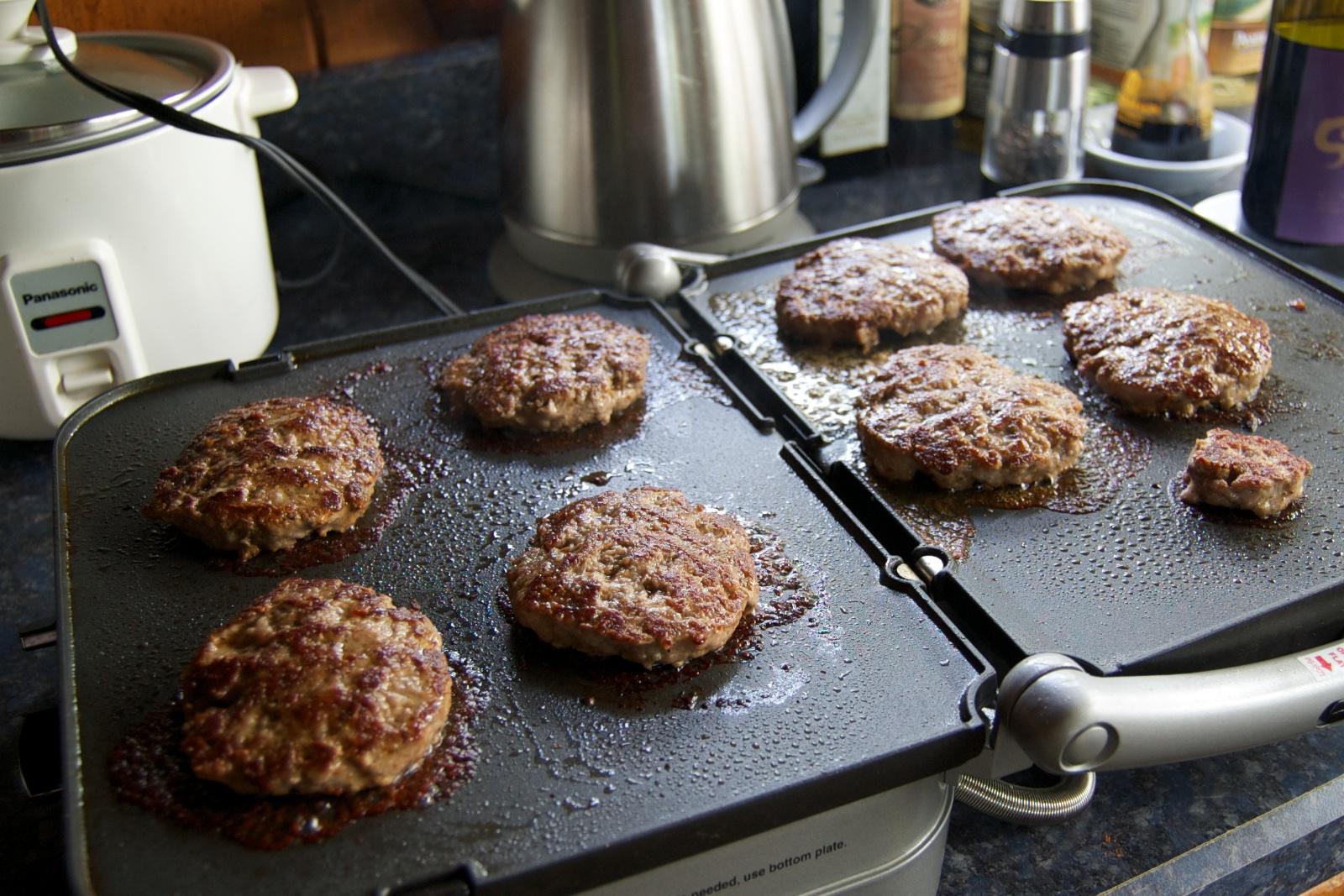 http://blog.rickk.com/food/2011/08/16/sausage3.jpg