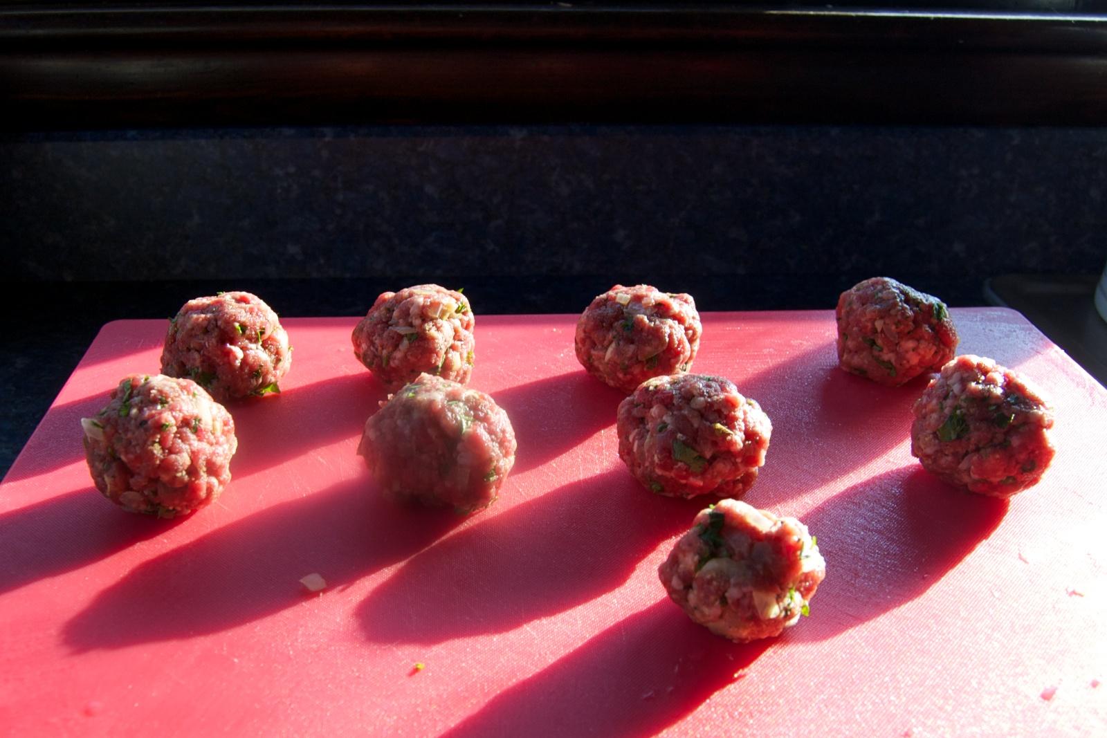 http://blog.rickk.com/food/2011/11/08/meatballs4.jpg