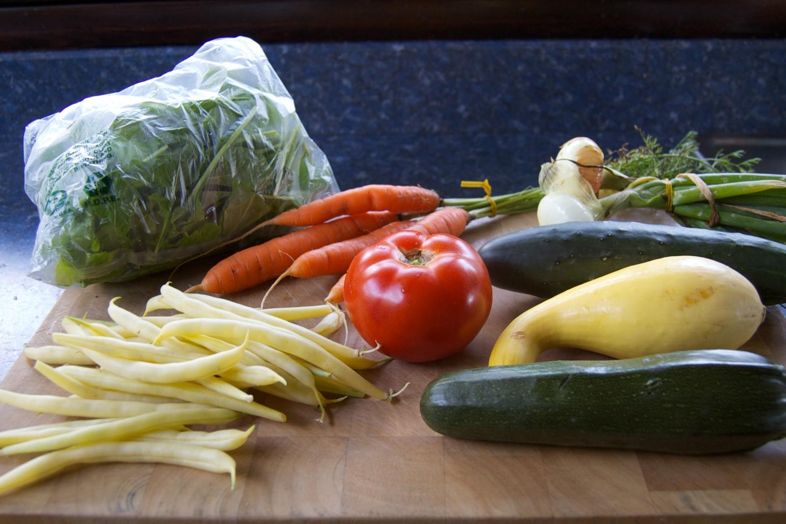 http://blog.rickk.com/food/2014/07/30/csa.2014.08.1.jpg